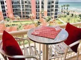 Frente al mar con balcon en Miami-Sunny Isles. Sin restricciones de renta/alquiler.